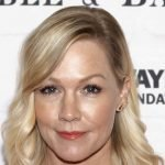 Jennie Garth Responds to Trolls Claiming She Underwent Plastic Surgery